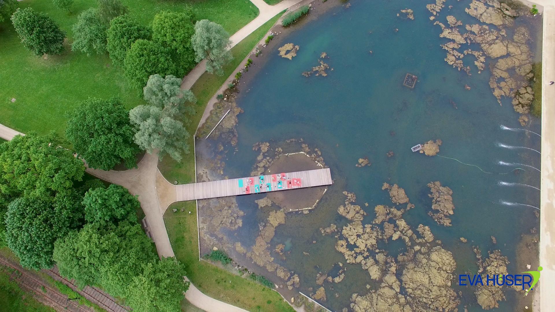 Eva Hüser Wald und See Drohnenaufnahme